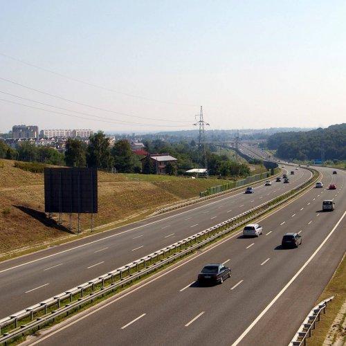 Elektroniczny pobór opłat rozwiązałby problem zatorów przed autostradowymi bramkami