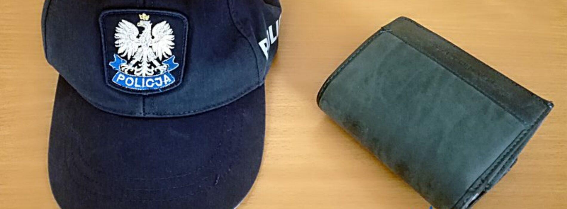Ukradł pozostawiony przez 87-letniego mężczyznę w sklepie przy kasie portfel z dokumentami